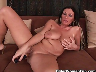 Sultry milf with big tits fucks herself with a vibrator