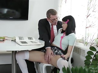 Tricky Old Teacher - Tricky old teacher shows Esenia how a pussy