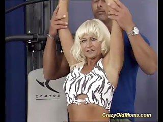 В спортзале,Кончил,Сперма на лице