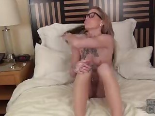 nina bed first time video