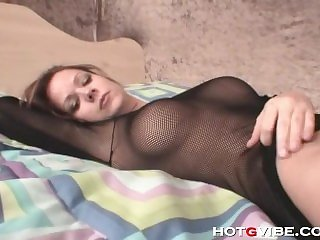 Gorgeous brunette gets orgasm with toy