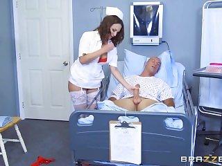 Большие сиськи,Доктор,Медсестры