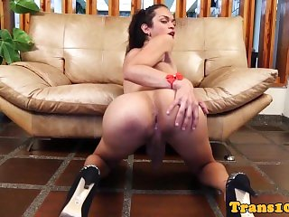Naturaltitted transsexual toys her butt
