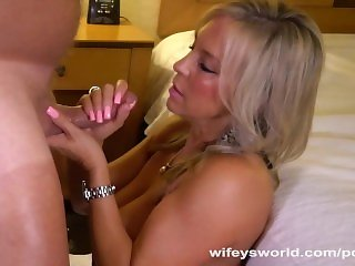 Wifey Gets Pussy Licked And Banged