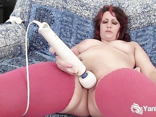 Sweet Hannah Vibrates Her Cooshie