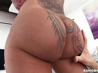 Hot PAWG Bella Bellz's Big Ass is Perfect for Anal Sex (pwg13993)