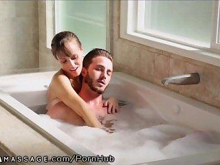 Бикини,В ванной,Брюнетки