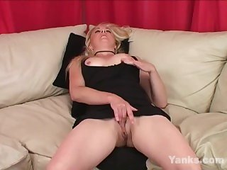 Yanks Blondie Theresa Russell Masturbates