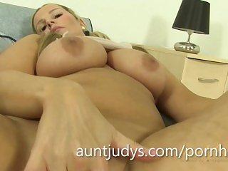 Duże Cycki,Masturbacja,Mama